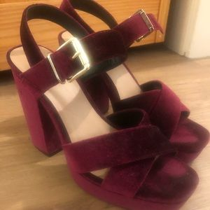 Like new burgundy velvet heels